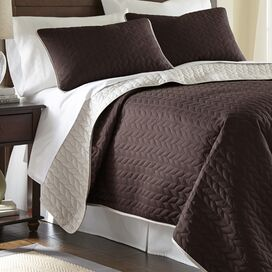 Robyn Reversible Coverlet Set in Mahogany
