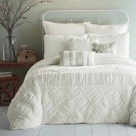 Lilanne Comforter Set