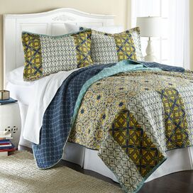 Ivanka Reversible Quilt Set